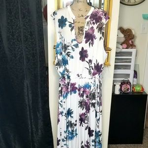 Lily by Firmiana | NWT Floral Maxi Dress